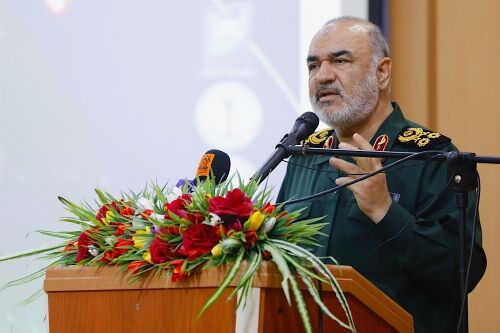 سرلشکر سلامی: آنهایی که فرماندهان ما را به ترور تهدید کردهاند، اگر زنده بمانند، قطعا از این گفته خود پشیمان خواهند شد