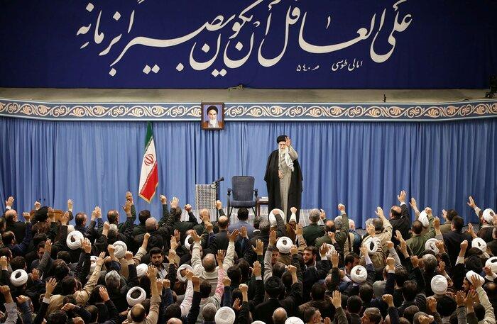 حضرت آیت الله خامنهای: هرچه حضور مردم در پای صندوقها بیشتر باشد، مجلس قویتر است/ انتخابات مایهی آبروی نظام اسلامی است