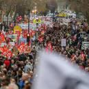 نزدیک به دو میلیون نفر در فرانسه تظاهرات کردند