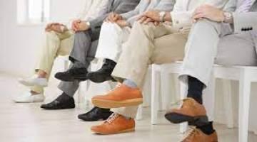 انداختن پاها بر روی هم چه عوارضی دارد؟ | 8 تاثیر منفی انداختن پاها روی هم بر بدن
