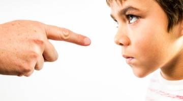 پدران و مادران سمی چه کسانی هستند؟ | 25 ویژگی والدین سمی که باید بدانید