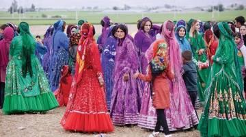لباس زنان لُر؛ آیا می دانید لباس زنان لُر از چه بخش هایی تشکیل شده است؟