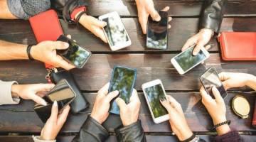 تلفن همراه و  تاثیرگذاری آن بر زندگی    PDF تلفن همراه، چالش نوین زندگی