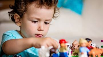بازی درمانی | انواع بازی درمانی | تاثیرات مثبت بازی درمانی بر کودکان
